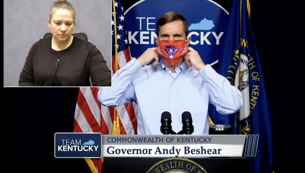 Governor wears LC mask
