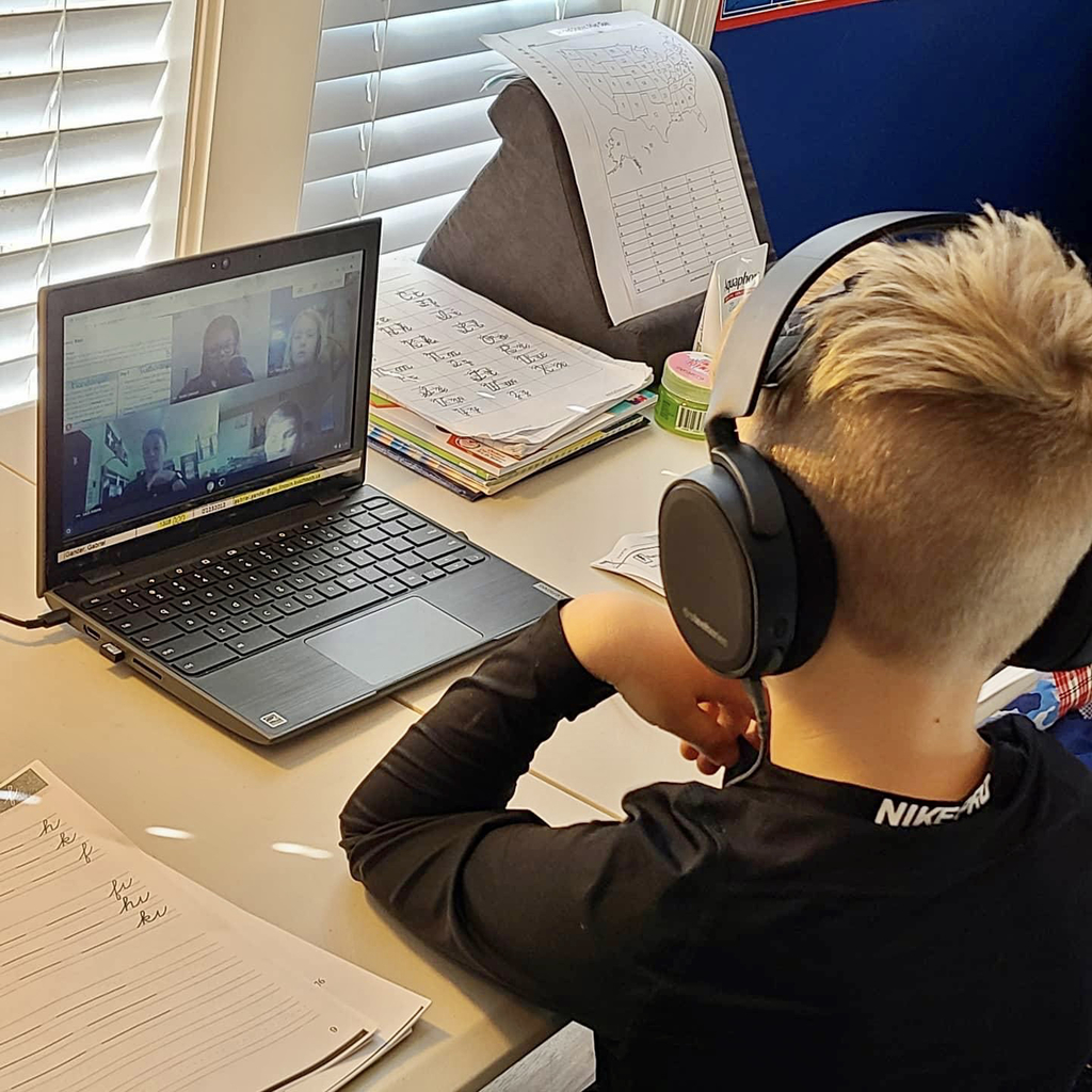 SES student participating in virtual learning